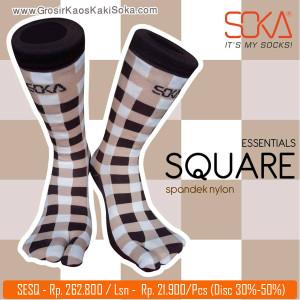 Kaos kaki soka dengan desain square/kotak-kotak memberi kesan dinamis tapi sporty ini bisa dipakai oleh kalangan anak muda sampai orang dewasa dan memiliki variasi warna yang menarik